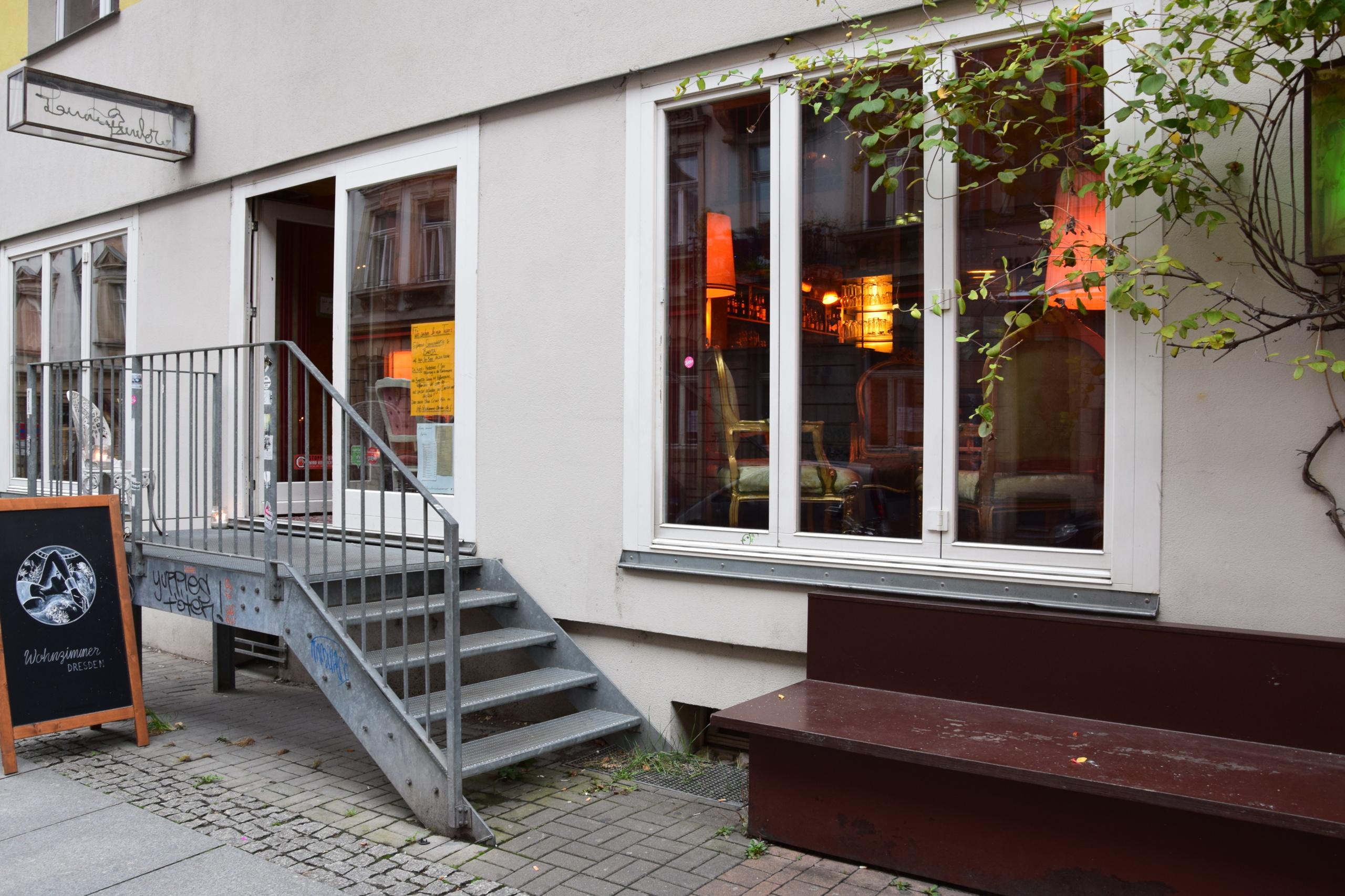 wohnzimmer ffnungszeiten jordanstra e in dresden. Black Bedroom Furniture Sets. Home Design Ideas