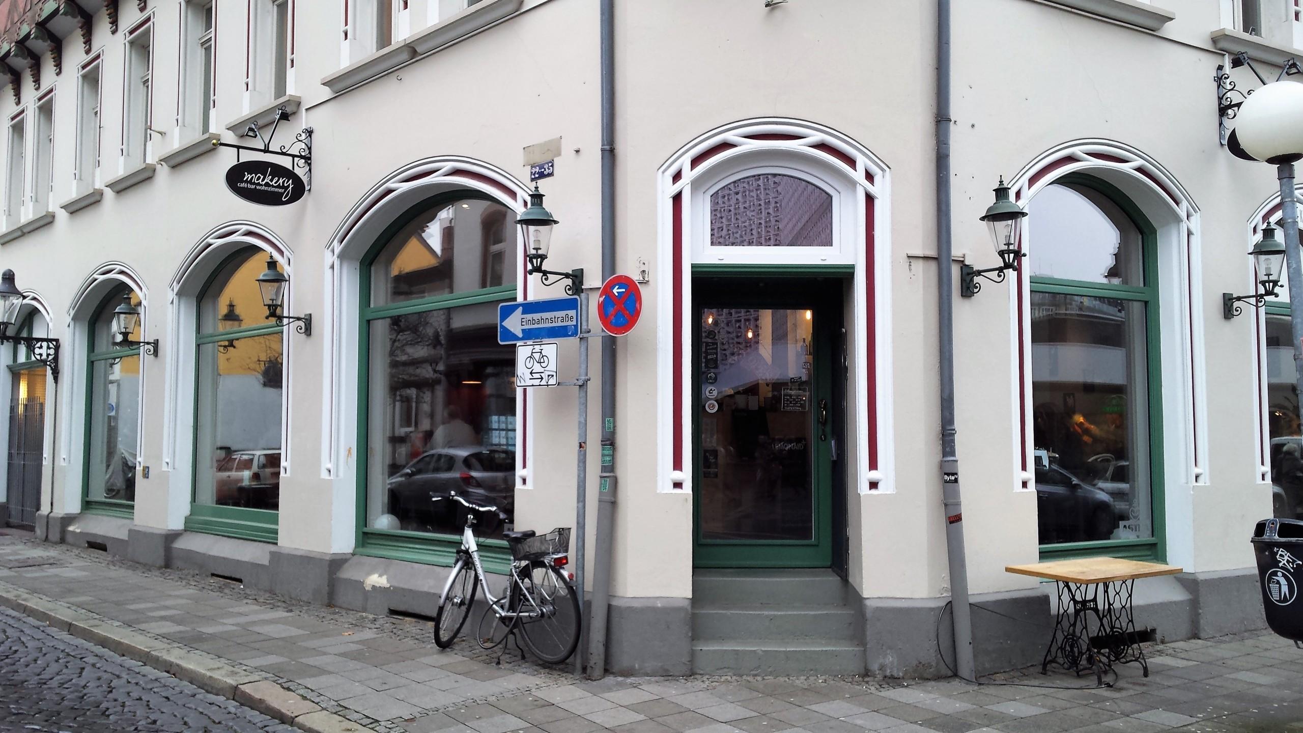 Makery Café Bar Wohnzimmer öffnungszeiten Kuhstraße In